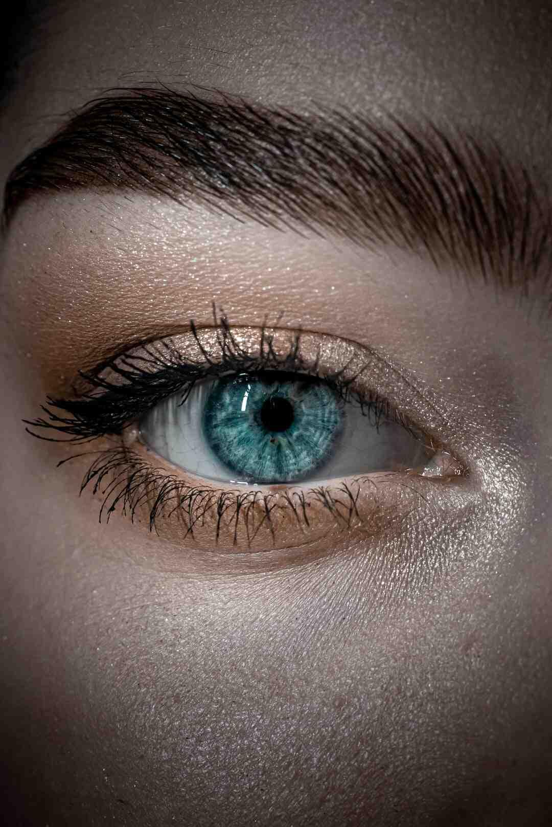 Comment maquiller des yeux bleus